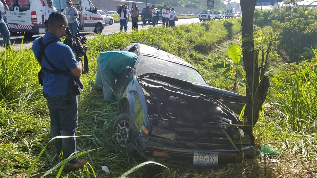 Al menos 9 estudiantes lesionados en accidente en la Carretera de Oro