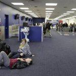 Pasajeros esperan en Aeropuerto