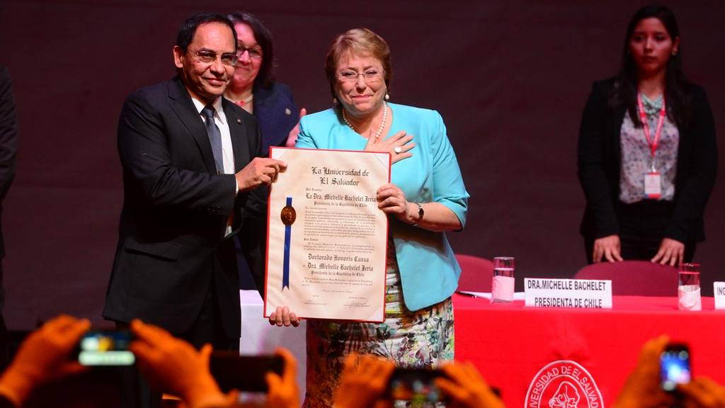 Michelle Bachelet en El Salvador