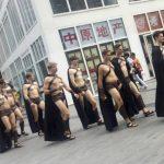 Espartanos semidesnudos llaman atención de policía china