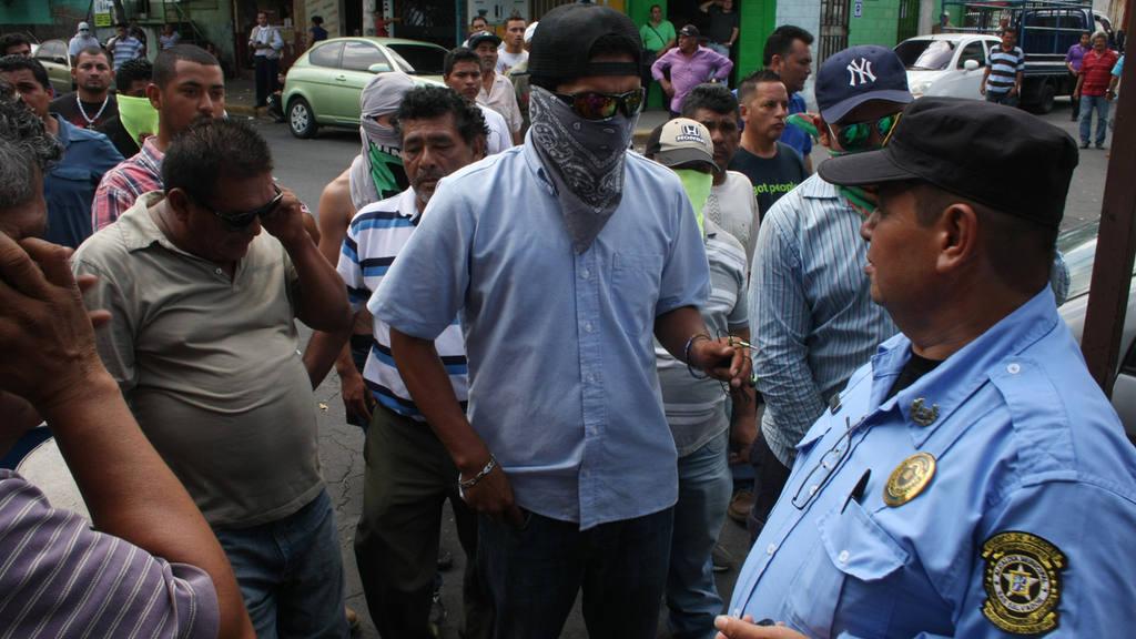 Vendedores rechazan que feria agostina se instale en estadio Cuscatlán