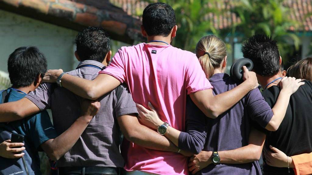 Jóvenes bachilleres salvadoreños