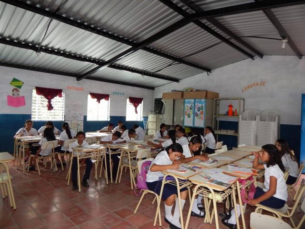 La construcción permitirá que se beneficien más de 80 alumnos de dos centros escolares de Sensuntepeque. Foto Cortesía