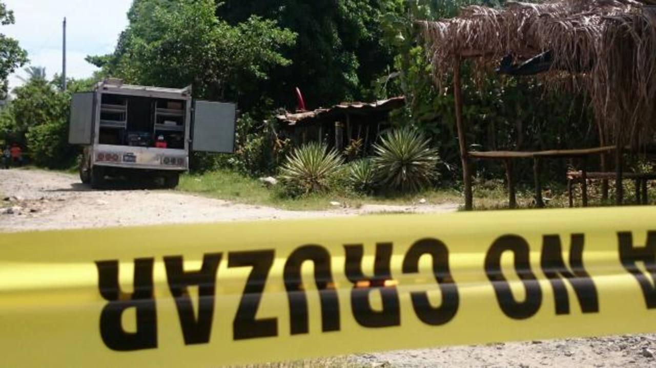 Una mujer y sus dos hijos fueron asesinados en su vivienda en San Luis Talpa, La Paz.