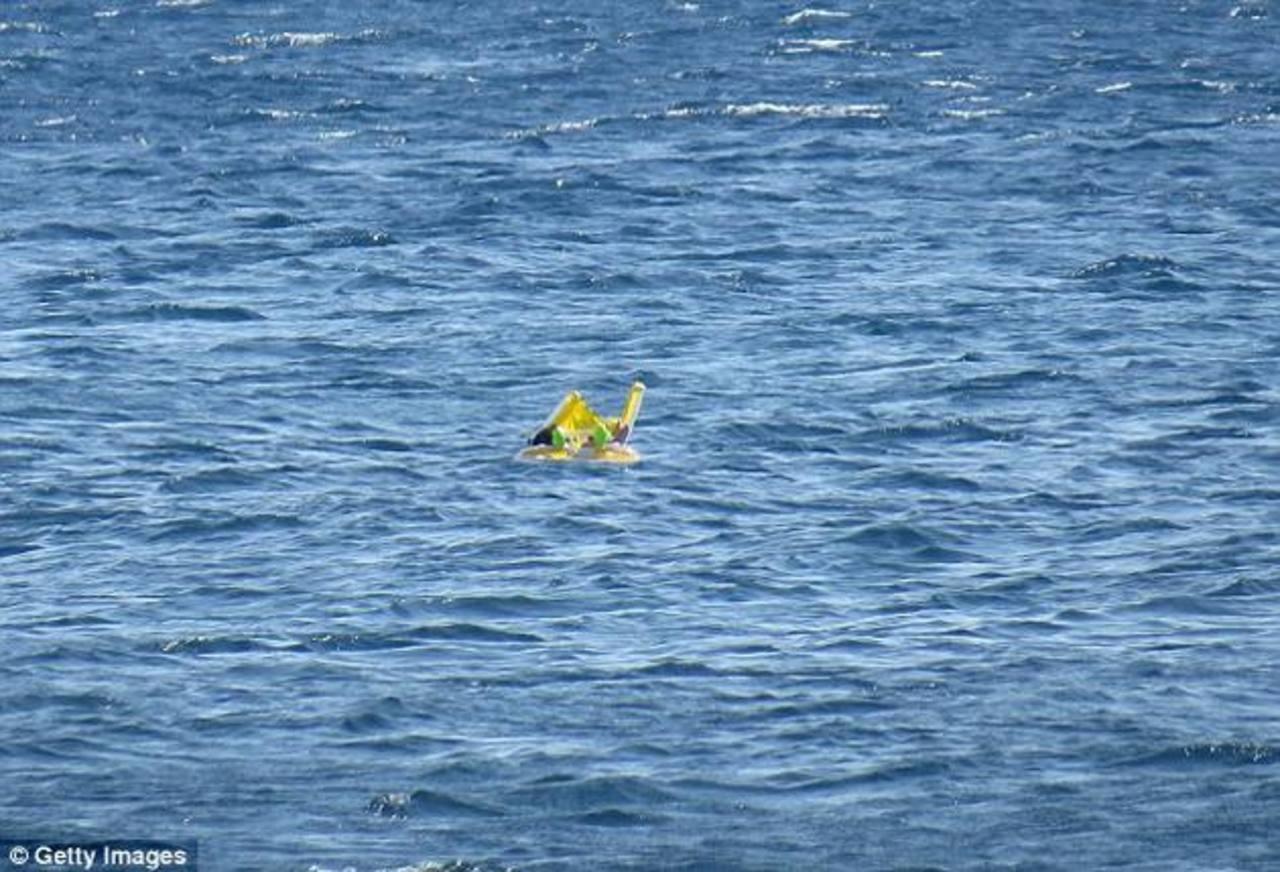 VIDEO: Olvidan a bebé y se la lleva el mar
