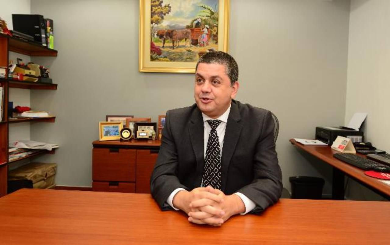 La información fue brindada por el gerente Comercial de Mapfre, Luis Estela. Foto EDH/Jorge reyes