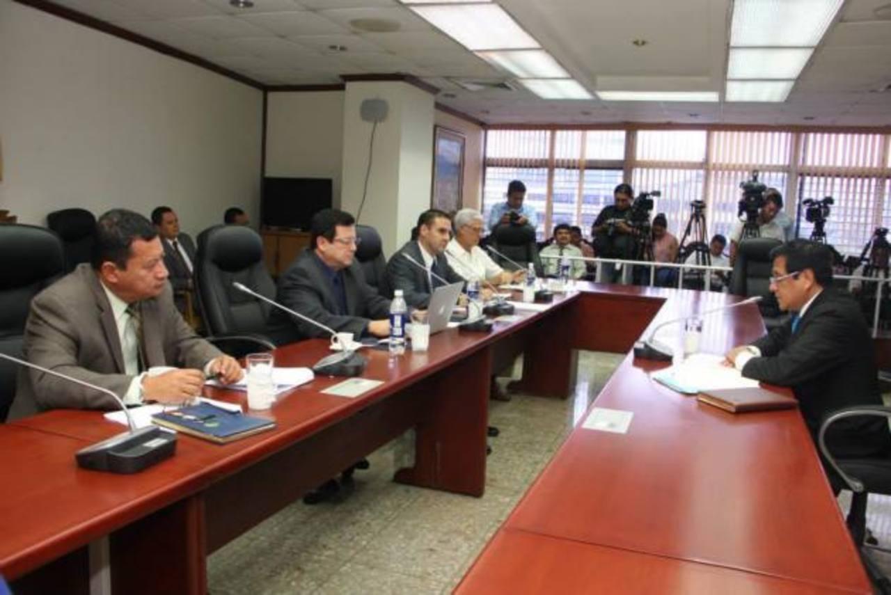 Los diputados han entrevistado a 30 candidatos para magistrados de la Corte Suprema de Justicia. Foto EDH/ARCHIVO