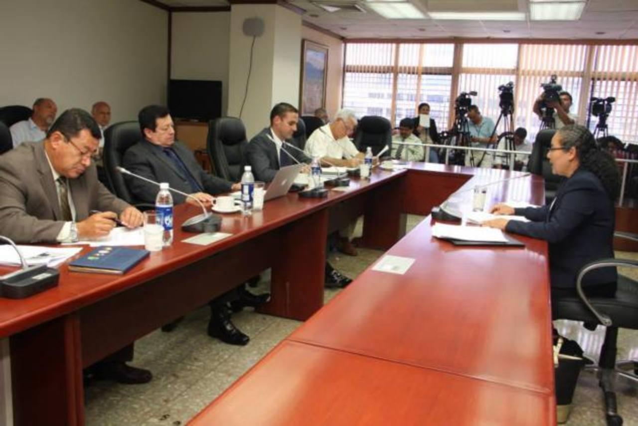Los diputados de la subcomisión terminaron las entrevistas a los 30 candidatos a magistrados esta semana. foto edh / CORTESÍA
