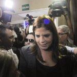 La diputada Lena Gutiérrez el viernes a su llegada al Tribunal Supremo para responder por los presuntos delitos. foto edh /AP