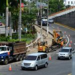 La construcción del paso multinivel ha causado tráfico pesado en horas de mayor tránsito vehicular en la zona del redondel Naciones Unidas, ubicado en Antiguo Cuscatlán. Foto EDH/ Archivo
