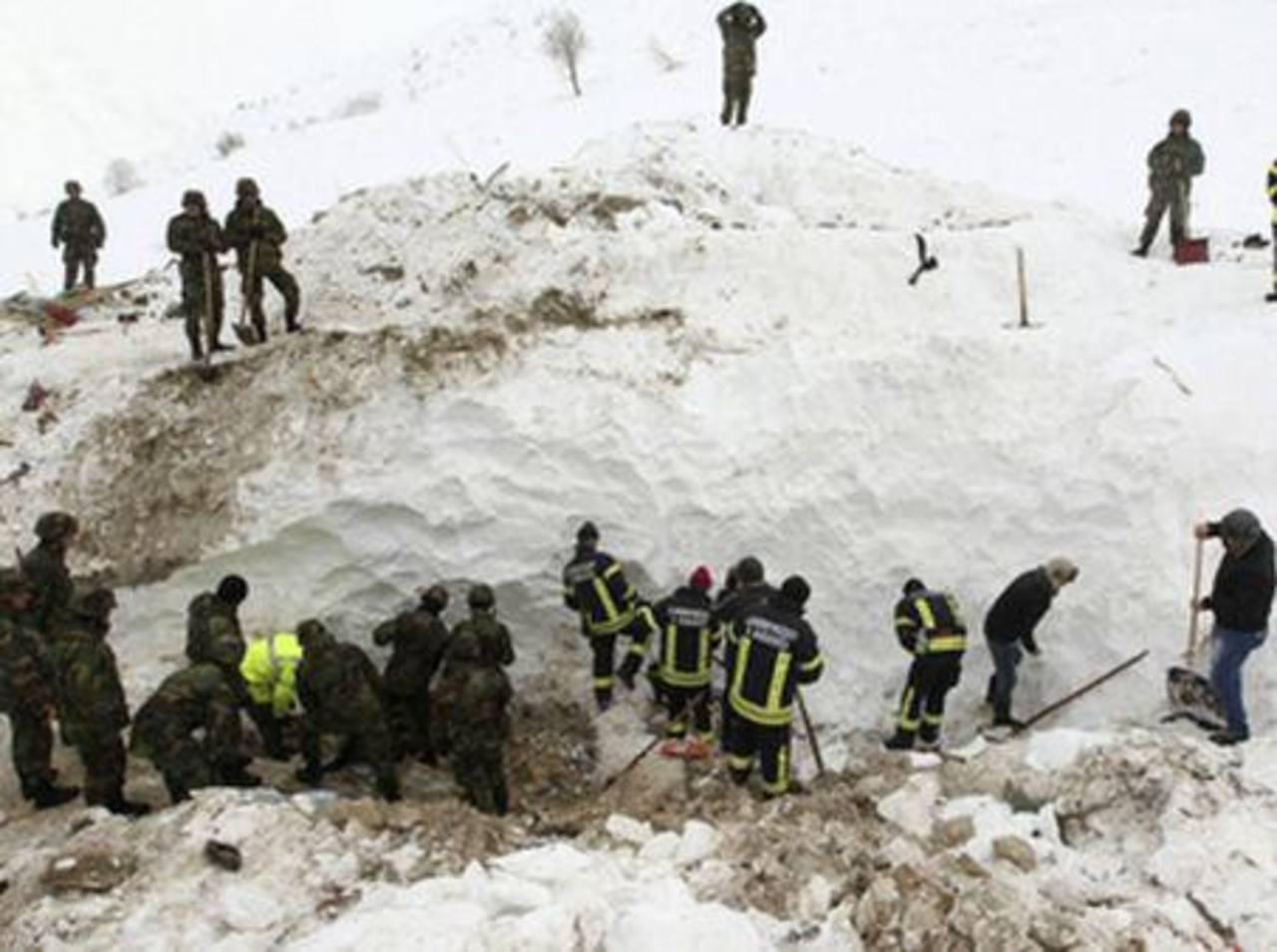Al menos 6 muertos en una mina informal del sur de Perú por un alud de nieve