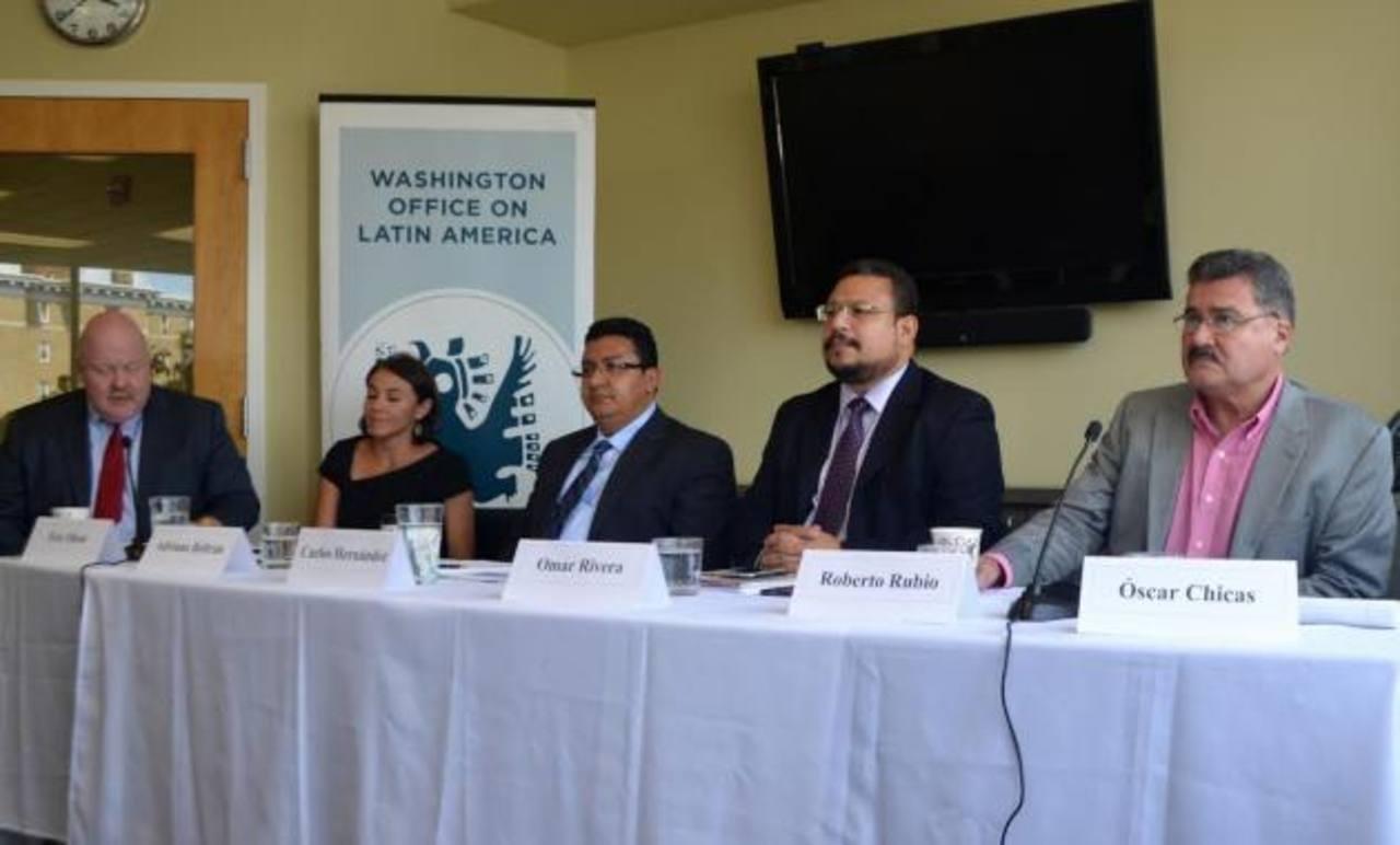 Roberto Rubio, (derecha) en una de sus participaciones en la Oficina de Washington para Asuntos Latinos (WOLA)
