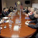 El presidente Salvador Sánchez Cerén recibió a la delegación estadounidense en la Casa Presidencial acompañado de su gabinete de Seguridad . foto edh /AP