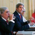 El secretario de Estado norteamericano John Kerry (centro) durante el inicio de la jornada de negociaciones sobre el programa nuclear iraní el viernes 3 de julio de 2015.