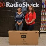 Las mamás agradecieron a Radio Shack por las nuevas pantallas que disfrutarán al máximo. Foto EDH / David Rezzio.