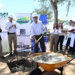 Al evento de colocación de la primera piedra asistieron representantes de Grupo Hasgar, el alcalde tecleño y el vicepresidente de Grupo Calleja. Fotos EDH