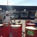 Los transformadores de distribución de la red eléctrica necesitan lubricación para funcionar, por ende la empresa busca la mejor disposición final de los residuos generados. foto edh / cortesía