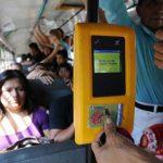Los costos por el servicio de prepago siguen siendo una piedra en el plan de ordenamiento de transporte público. Foto EDH/ archivo