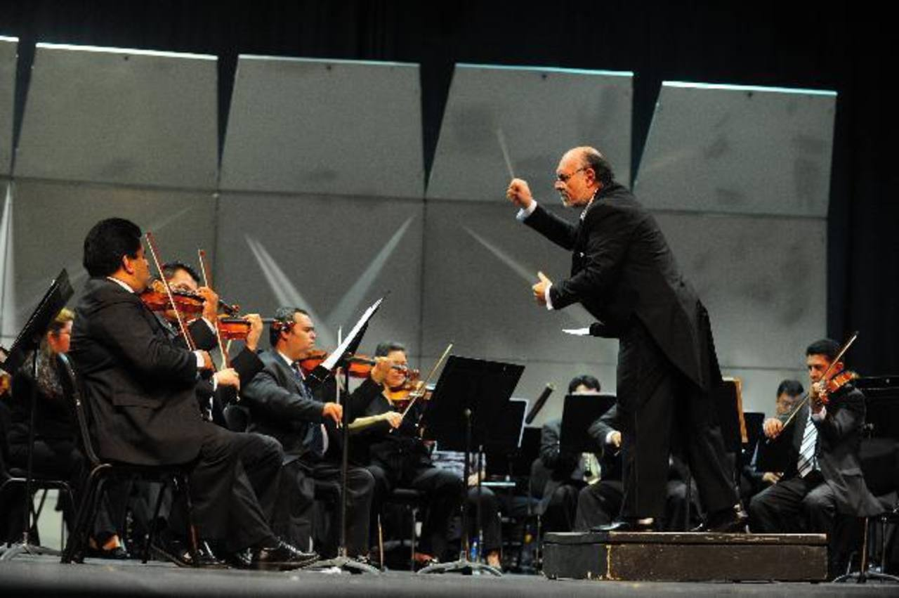 Las interpretaciones de la Orquesta Sinfónica de El Salvador estarán bajo la dirección de Germán Cáceres. Foto EDH /archivo
