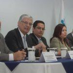 Eduardo Zablah, presidente de EDP (2o. a la izq.) y funcionarios de Siget y CNE, hablaron del proyecto. foto EDH / leonardo gonzález