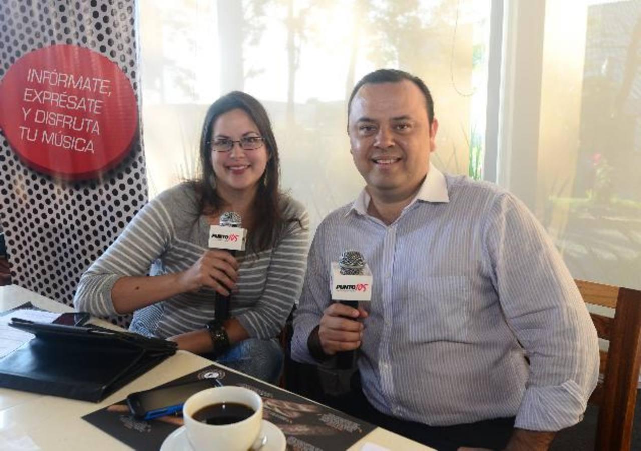 """Ivonne Veciana junto a Eduardo Arévalo, ambos conducirán el programa matutino """"La Puntada"""". Foto EDH / Miguel Villalta"""