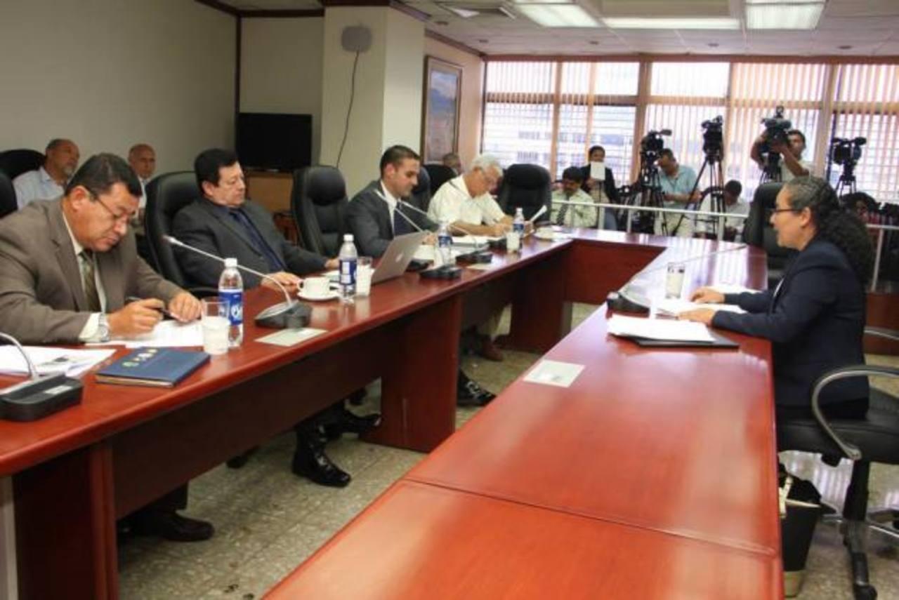 La subcomisión para elegir a magistrados de la Corte Suprema envió 22 propuestas de candidatos a la Comisión Política de Asamblea. foto edh / CORTESÍA