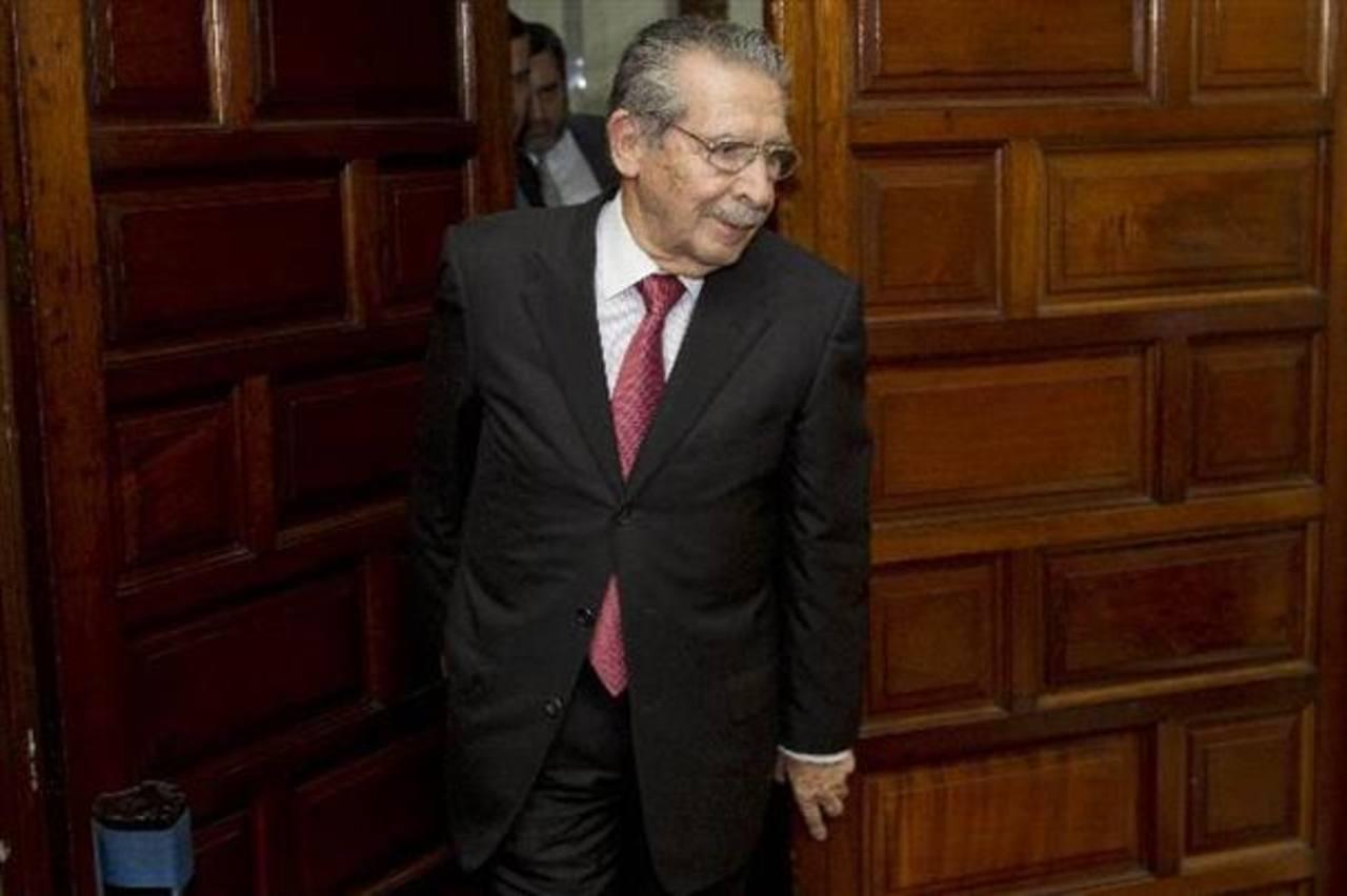 """Ríos Montt """"no es competente"""" para asistir a su juicio"""