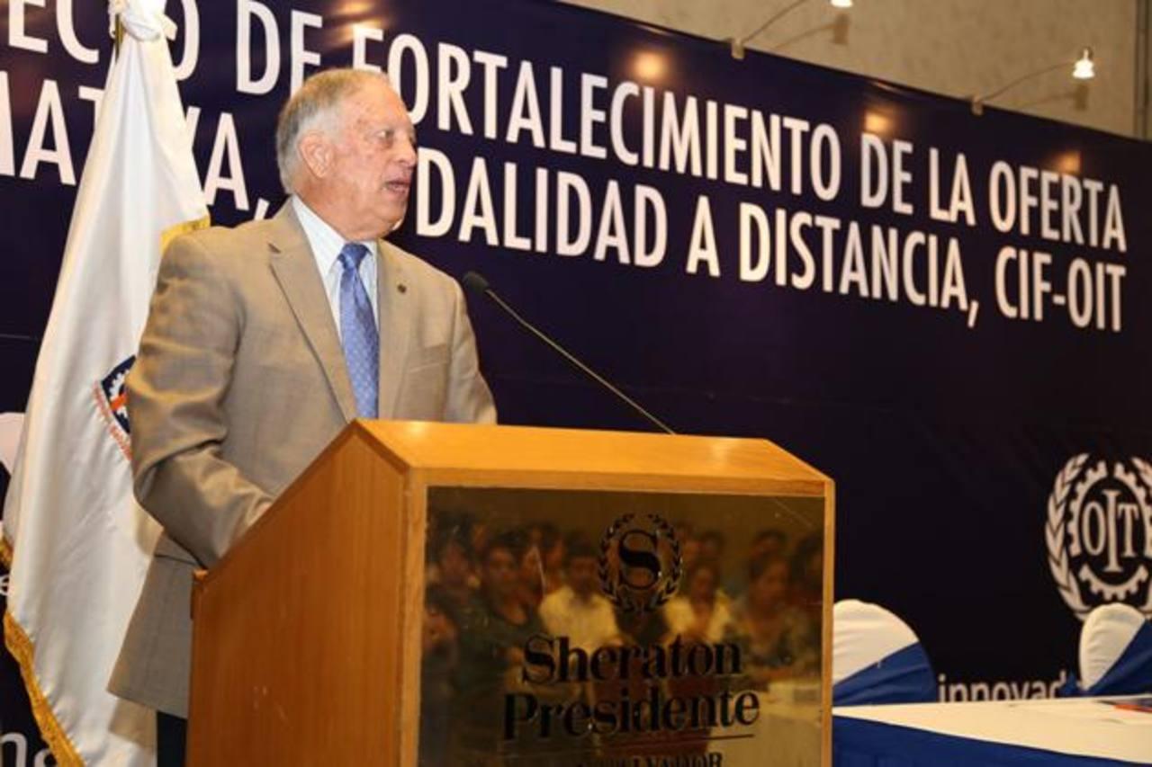 El presidente de Insaforp, Ricardo Montenegro, presidió la inauguración del programa de formación. foto EDH / Cortesía