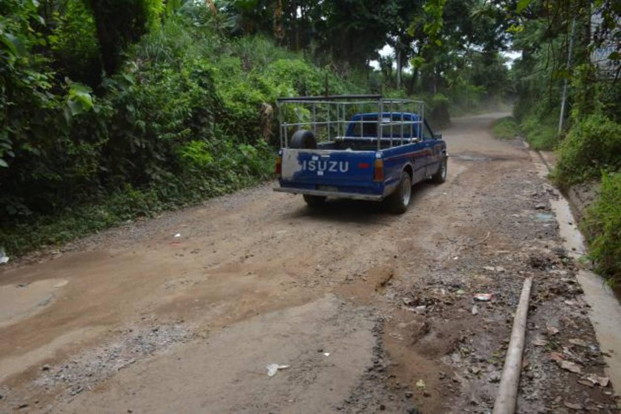 Los motoristas se quejan de las pésimas condiciones de esta carretera. foto edh / cristian díaz