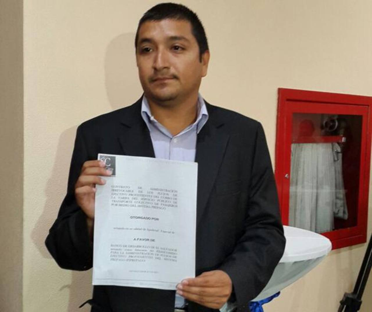 Juan Pablo Álvarez criticó la forma en que se están llevando a cabo los contratos con los buseros.