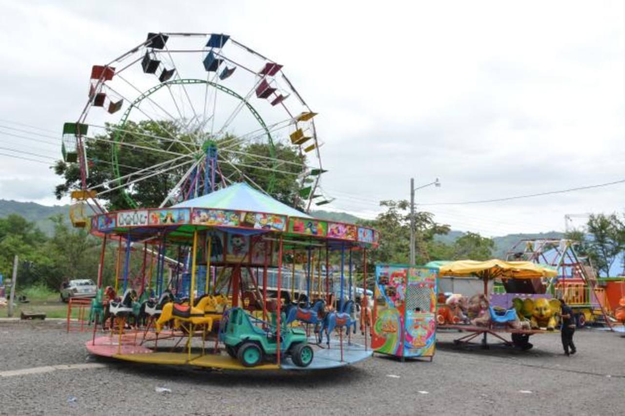 Santa Ana Ya Disfruta El Ambiente De Celebracion Elsalvador Com