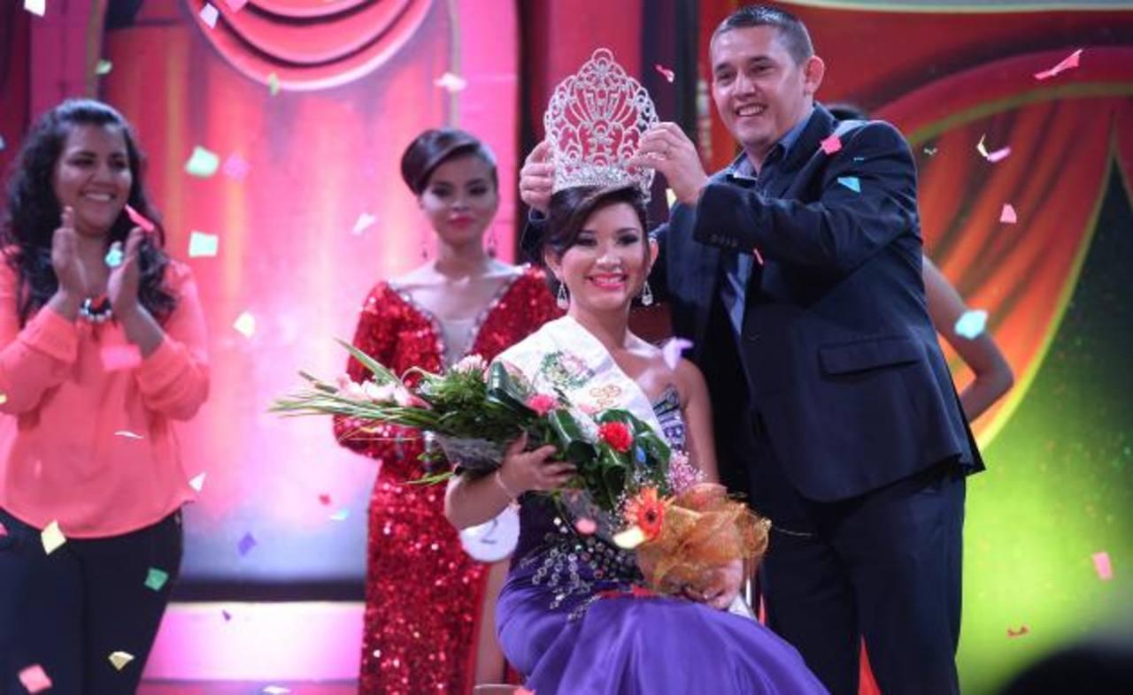 Apastepeque corona a la reina de fiestas patronales | elsalvador.com