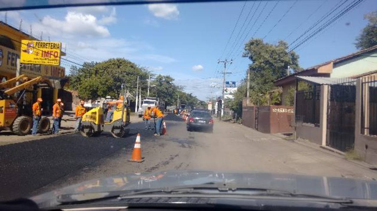 Los trabajos que Fovial ejecuta generan algunos problemas de tráfico en el municipio unionense. Foto EDH/ Insy Mendoza