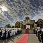 Francisco celebró una misa multitudinaria en el santuario de la Virgen de Caacupé, bastión del catolicismo en Paraguay. foto edh /efe