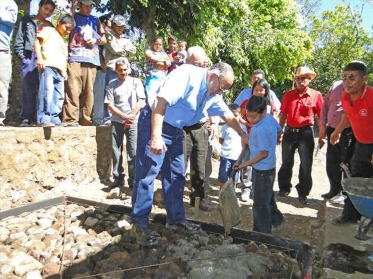 Instalan red de aguas negras en Izalco