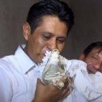 VIDEO: Boda entre alcalde y novia reptil en México