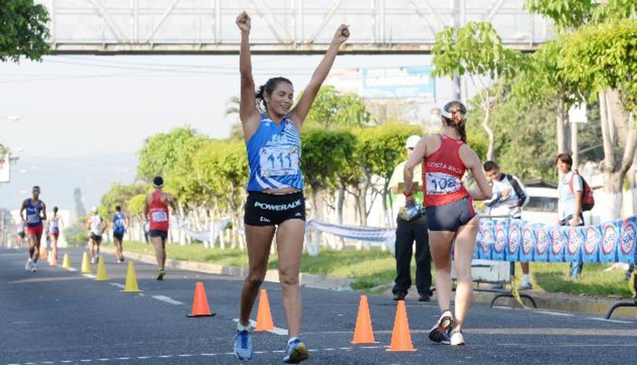 Cristina ganó oro en el C.A. Mayor de Nicaragua en los 10 mil metros, con tiempo de 48.10 minutos. Foto EDH / archivo