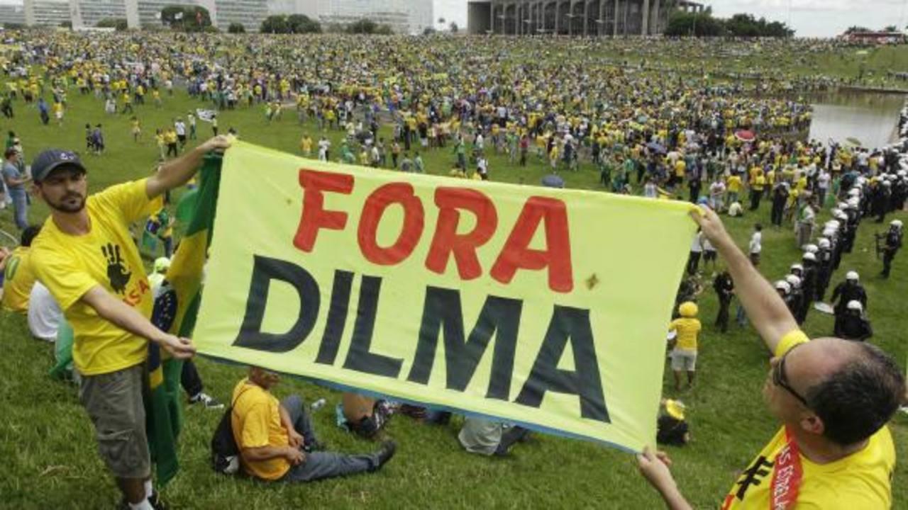 En las calles, piden que la mandataria Dilma Rousseff sea sometida a juicio político. foto edh / internet