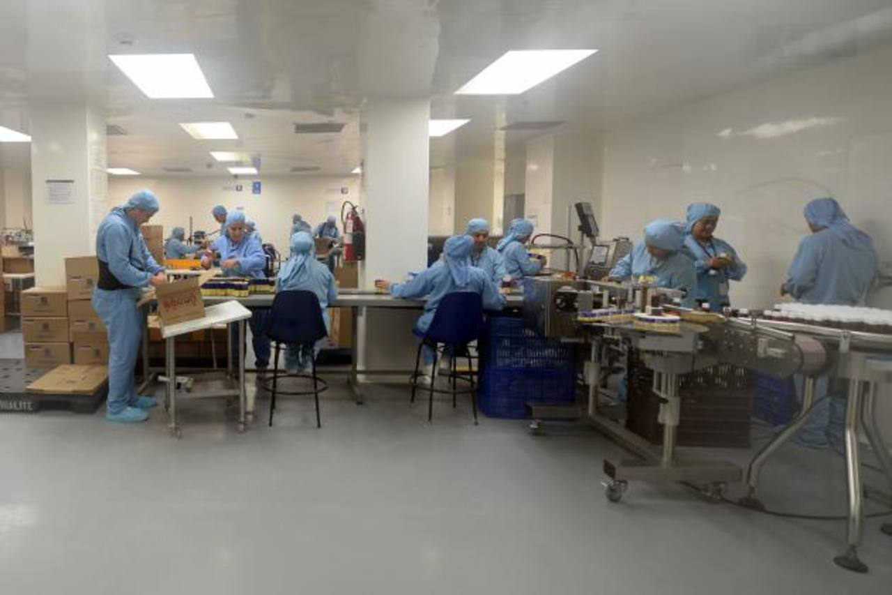 La producción de productos farmacéuticos en Laboratorios Arsal está regida por estrictas medidas de seguridad.