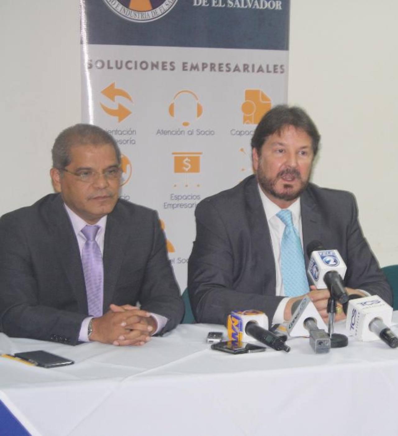 En la reunión estuvo el vicepresidente Óscar Ortiz así como el presidente de la Cámara, Luis Cardenal. Foto EDH / Cortesía
