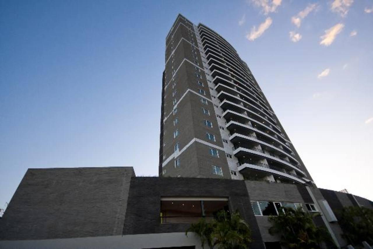 Vista de la torre Alisios 115, ubicada en la Zona Rosa, en San Salvador. Foto Cortesía de Inversiones Bolívar.