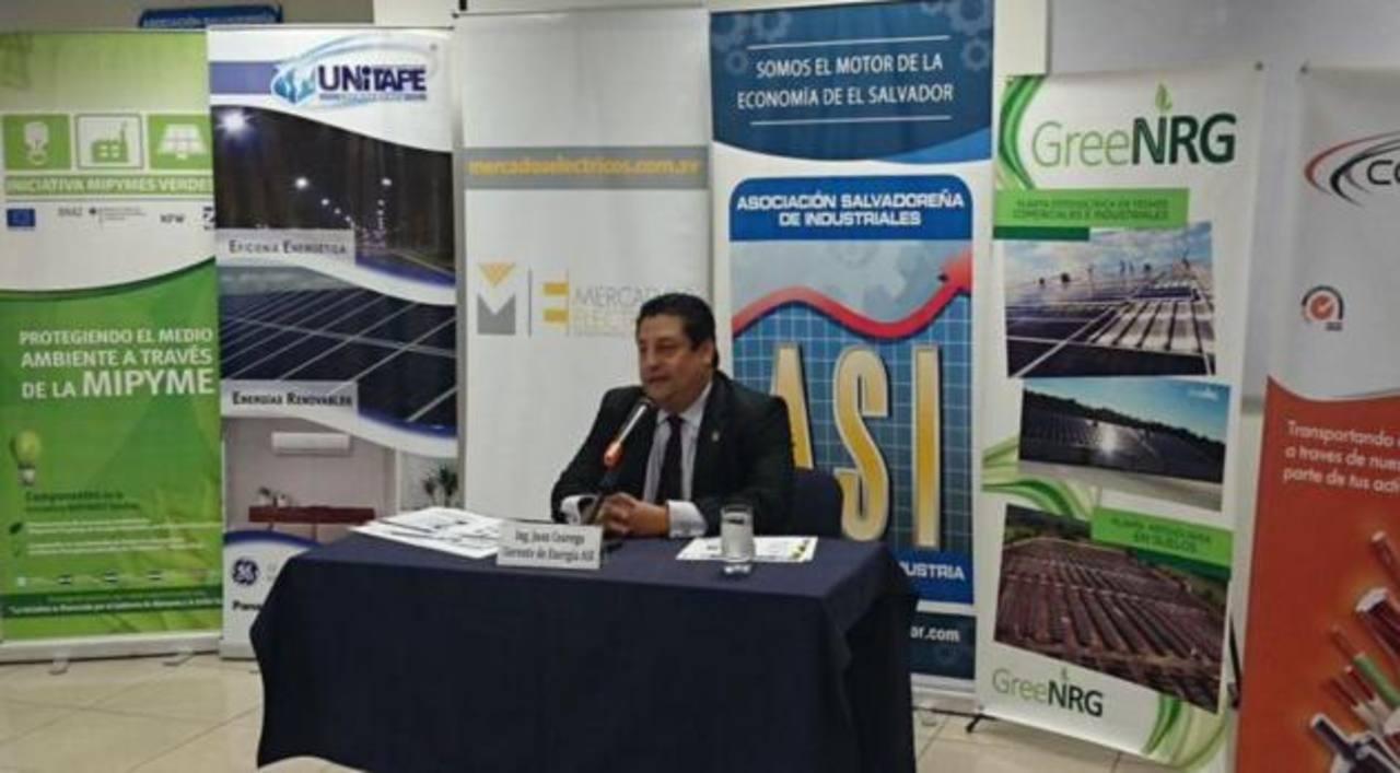 El gerente de Energía de la ASI, Juan Ceavega, durante conferencia de prensa