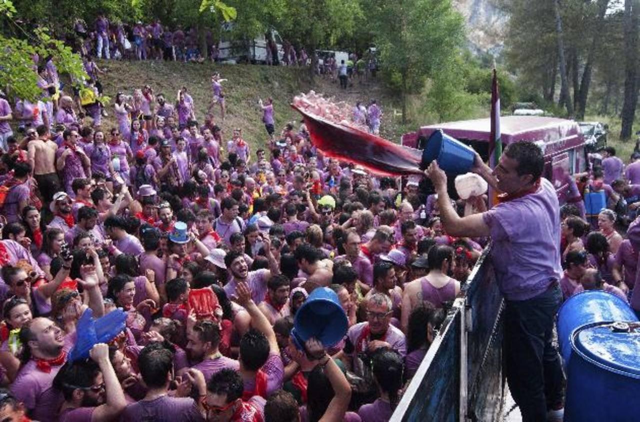 Según la tradición, la Batalla del Vino de Haro (La Rioja, España) se festeja cada 29 de junio.