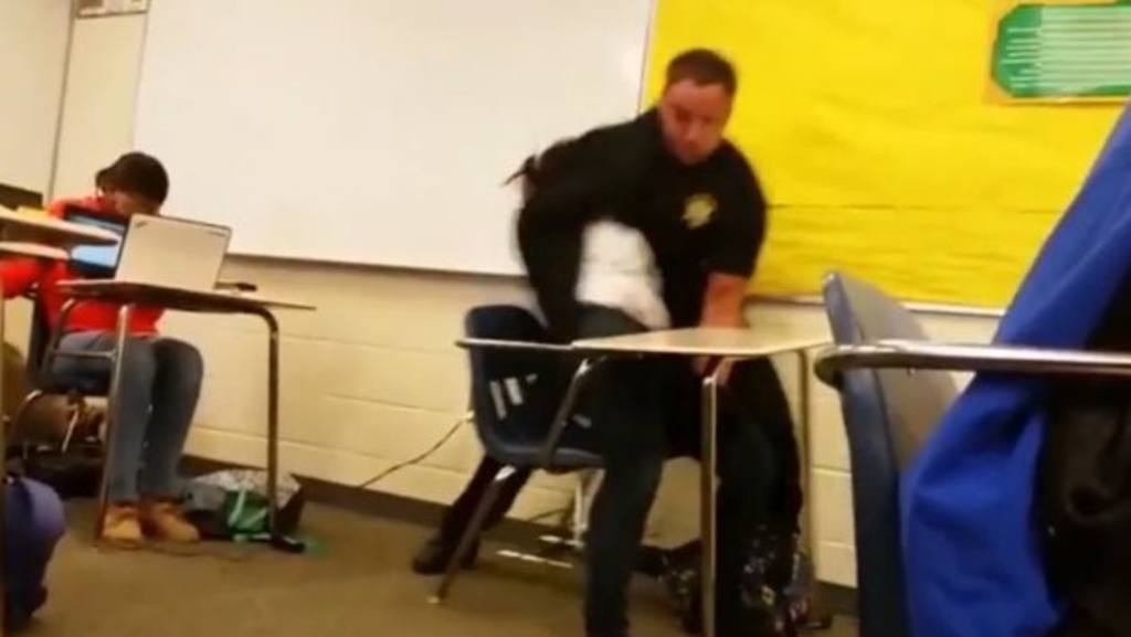 Despiden a policía que maltrató estudiante en South Carolina