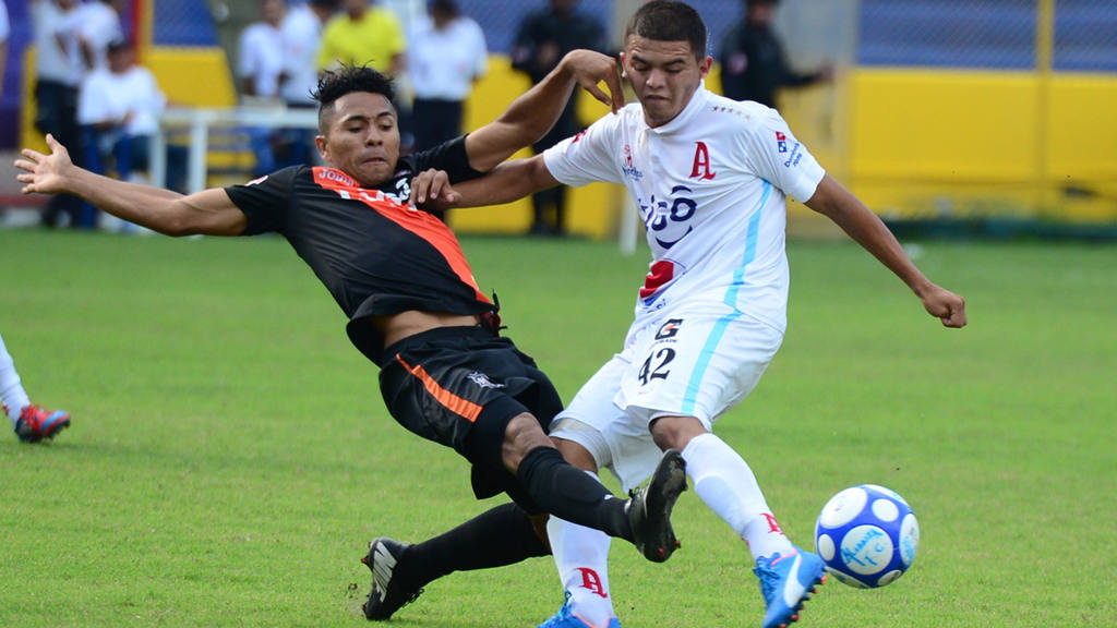 Alianza y Aguila empataron en el Estadio Cuscatlán.