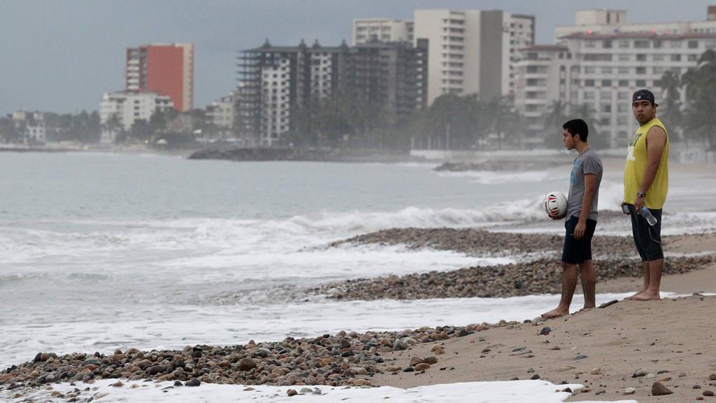 PATRICIA SE DEGRAD? EN POCAS HORAS A TORMENTA TROPICAL EN TERRITORIO MEXICANO