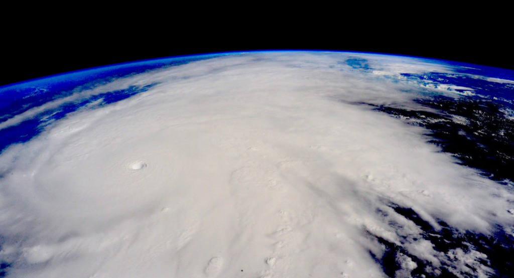 El ojo del huracán Patricia toca tierra en el estado mexicano de Jalisco