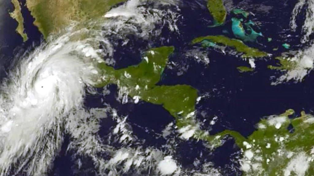 México se prepara para huracán más fuerte del hemisferio