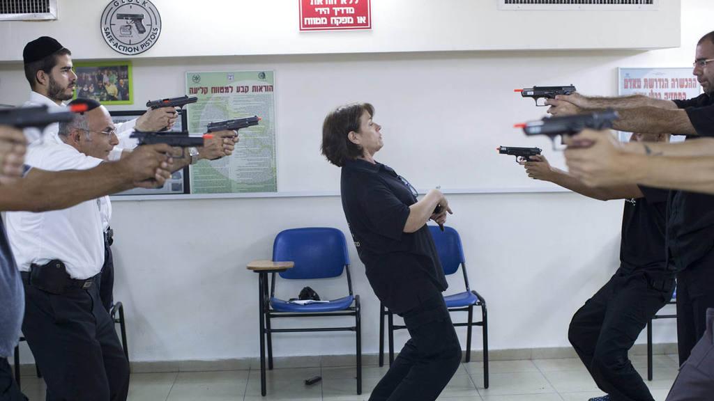 AUMENTA LA SOLICITUD DE PERMISOS DE ARMAS ENTRE LOS ISRAELÕES ANTE LA OLEADA DE ATENTADOS