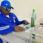 Velan a hombre jugando dominó en Puerto Rico